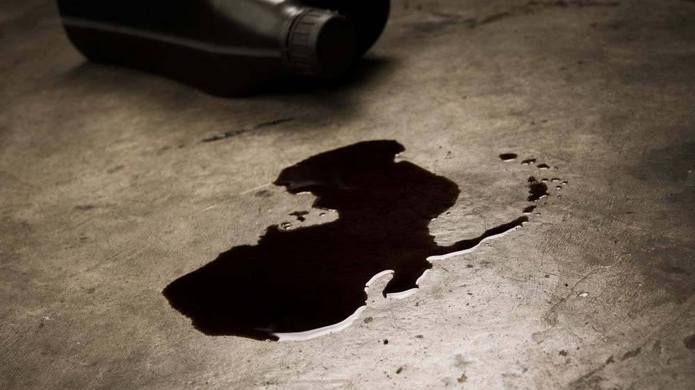 Ölflecken und ausgelaufene Flüssigkeiten einfach aufnehmen